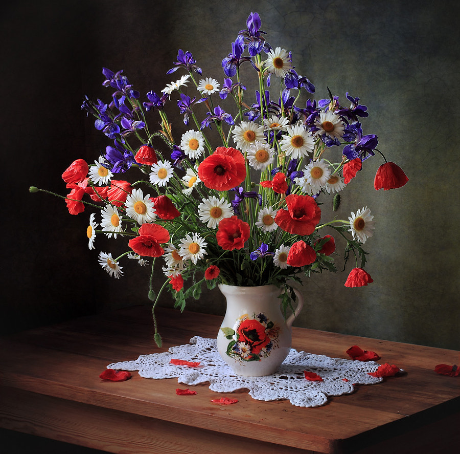 Still life with daisies and poppies, автор — Tatiana Skorokhod на 500px.com