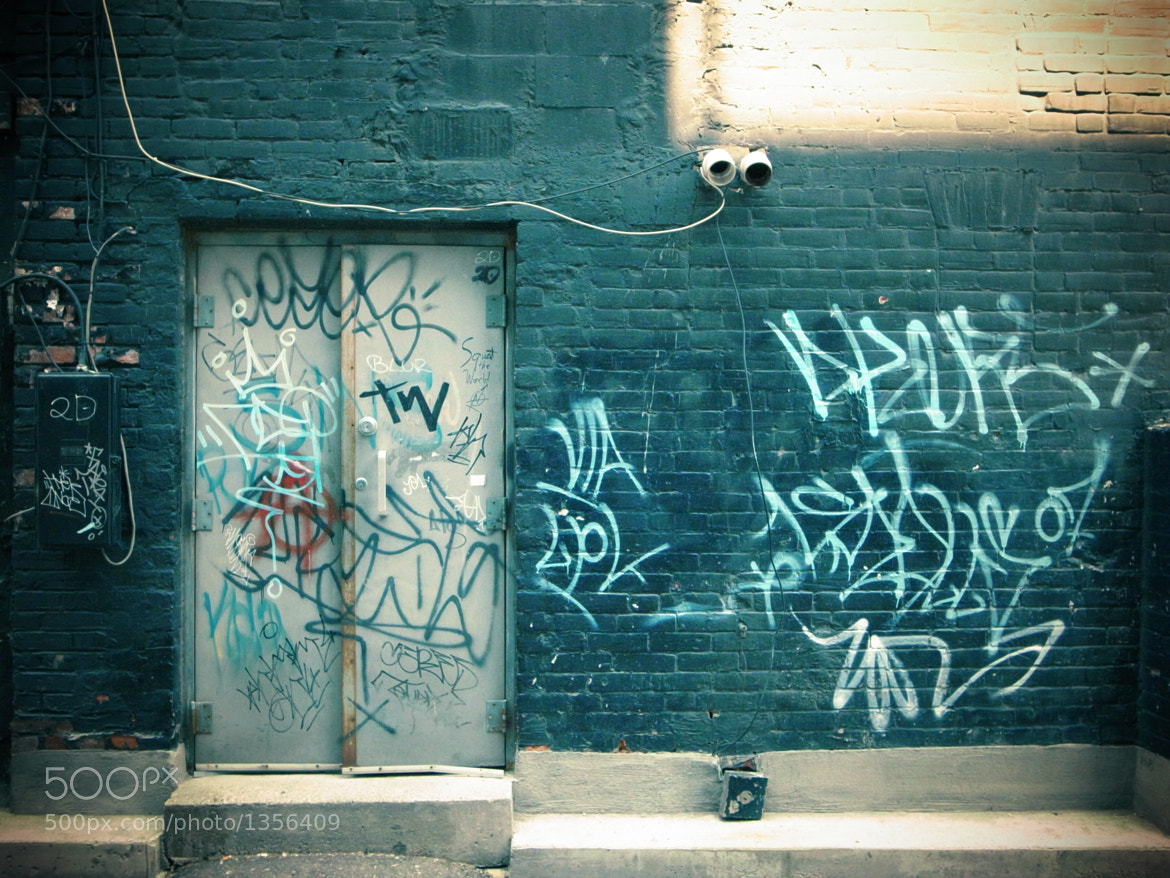 Photograph Blue Wall, Graffiti Alley by Simon Carr on 500px