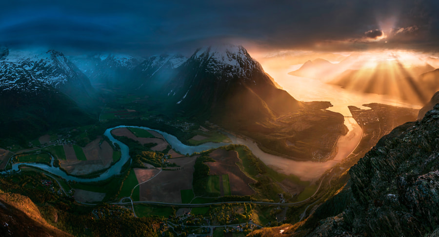 To Heaven or Hell by Max Rive on 500px.com