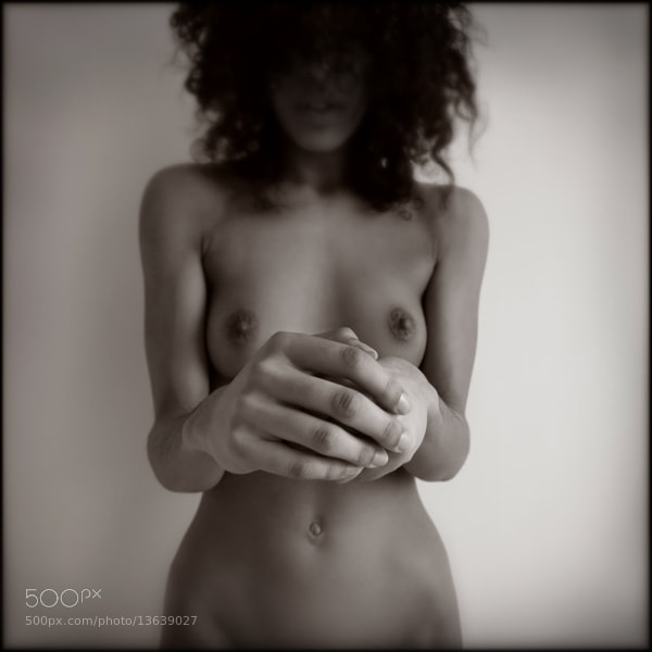 Photograph Les mains (E.) by Pascal Renoux on 500px