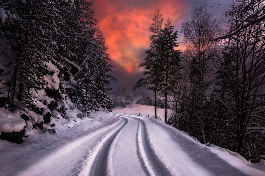 Driving on the edge by Jørn Allan Pedersen on 500px.com