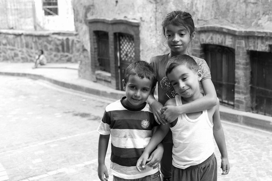 Photograph sister's love... by fatima salcedo on 500px