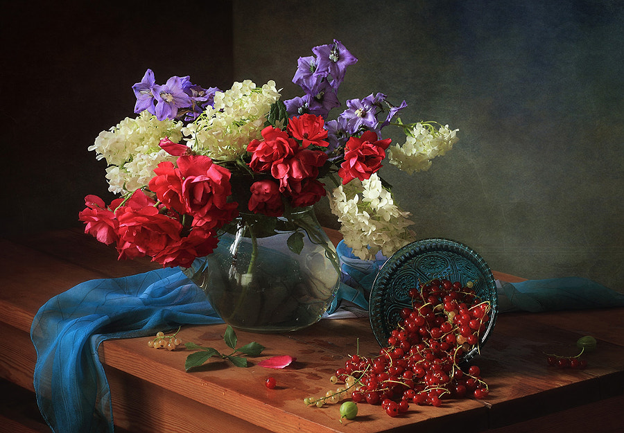 Still life with flowers and berries, автор — Tatiana Skorokhod на 500px.com