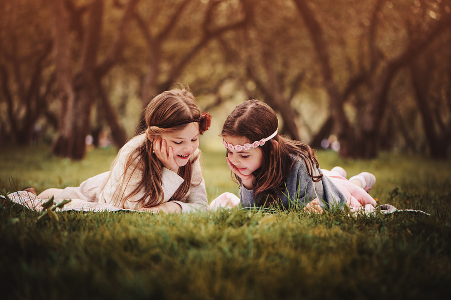 Happy girlfriends in summer forest de Maria Kovalevskaya en 500px.com