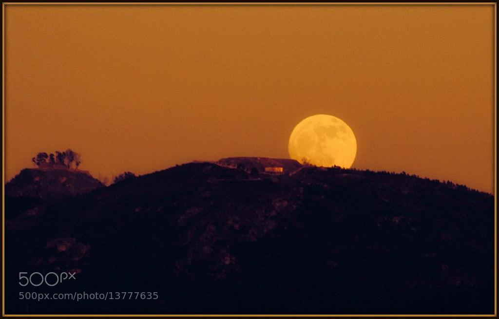 Photograph Primeira lúa chea do 2012 by Raquel Gamallo on 500px