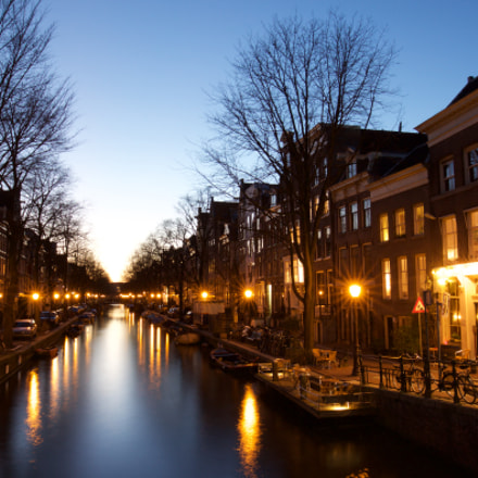 Blue hour in Amsterdam, Canon EOS 500D, EF16-35mm f/4L IS USM
