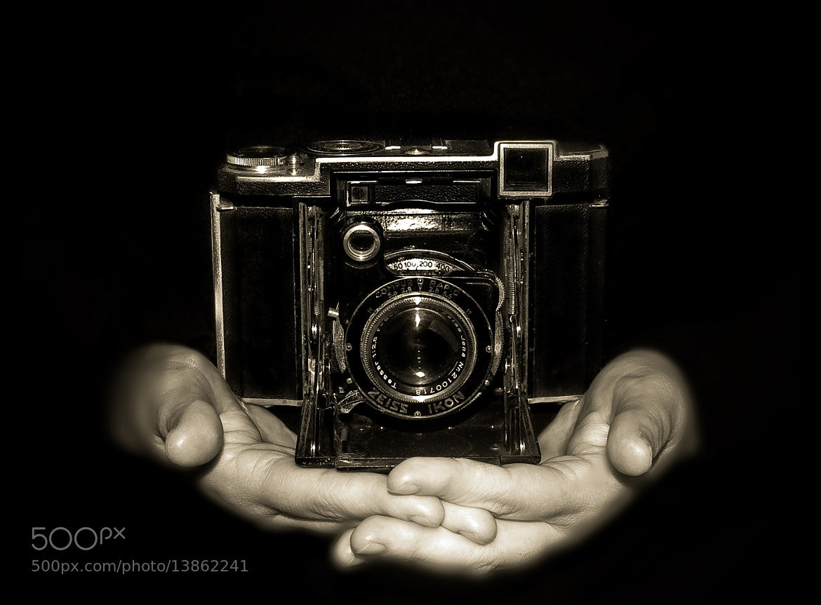 Photograph La Camara del Abuelo by Celia Gonzalez  on 500px