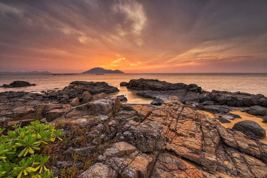 Burning Horizon at Kura Kura Beach by Kristianus Setyawan on 500px.com