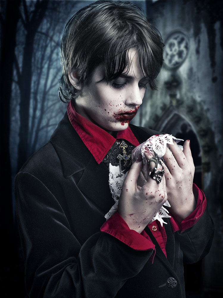 Photograph little vampire by Rebeca  Saray on 500px