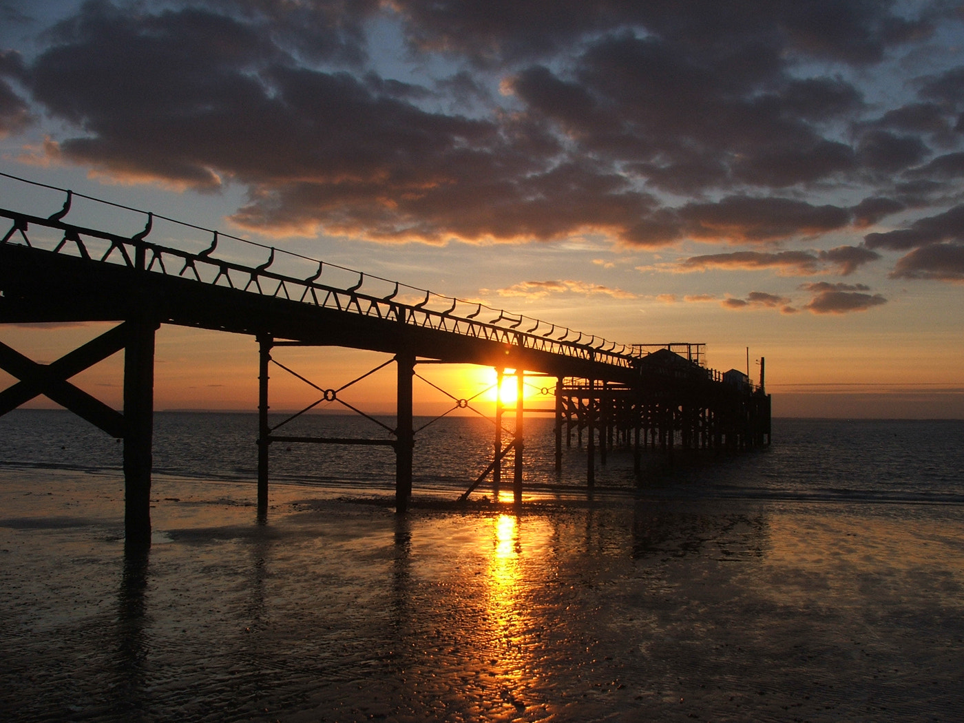 Photograph Sunset behind Totland Pier by Andrew Yates on 500px