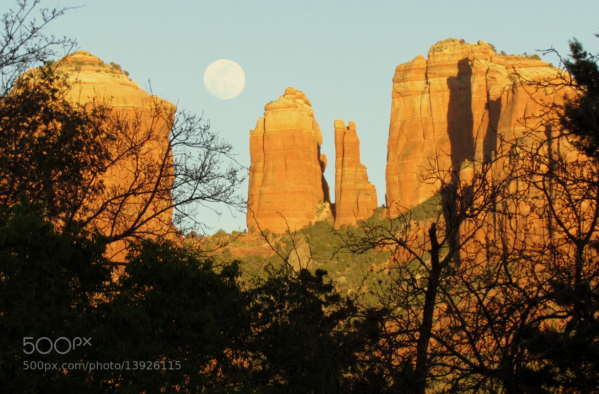 Photograph Full moon at Cathedral Rock, Sedona, Arizona by Amélie Genois on 500px