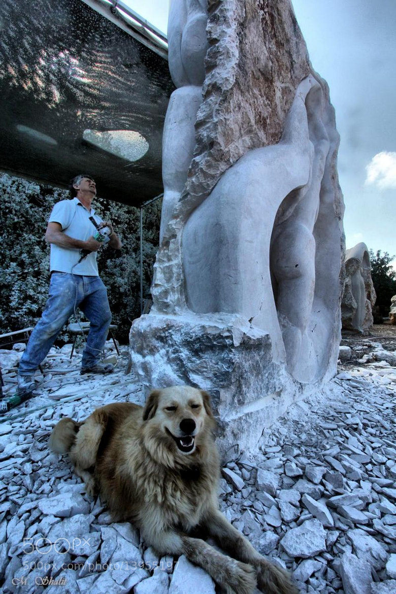 Photograph the sculpture and his dog by Moshe Shalit on 500px
