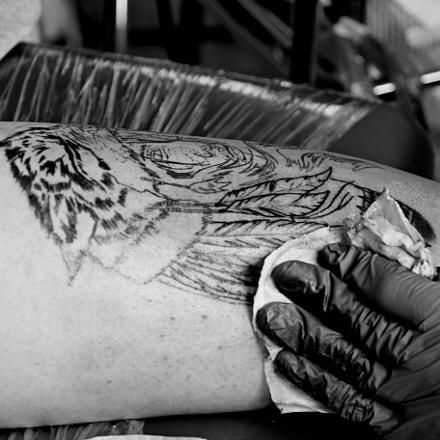 Doing tattoo in tattoo fest