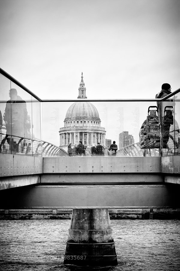 Dome of the Cathedral Saint Paul seen from the Millenium Bridge