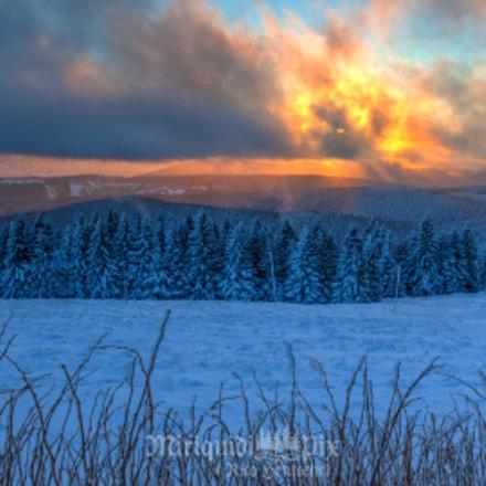 Glühende Wolken ziehen übers eiskalte Erzgebirge