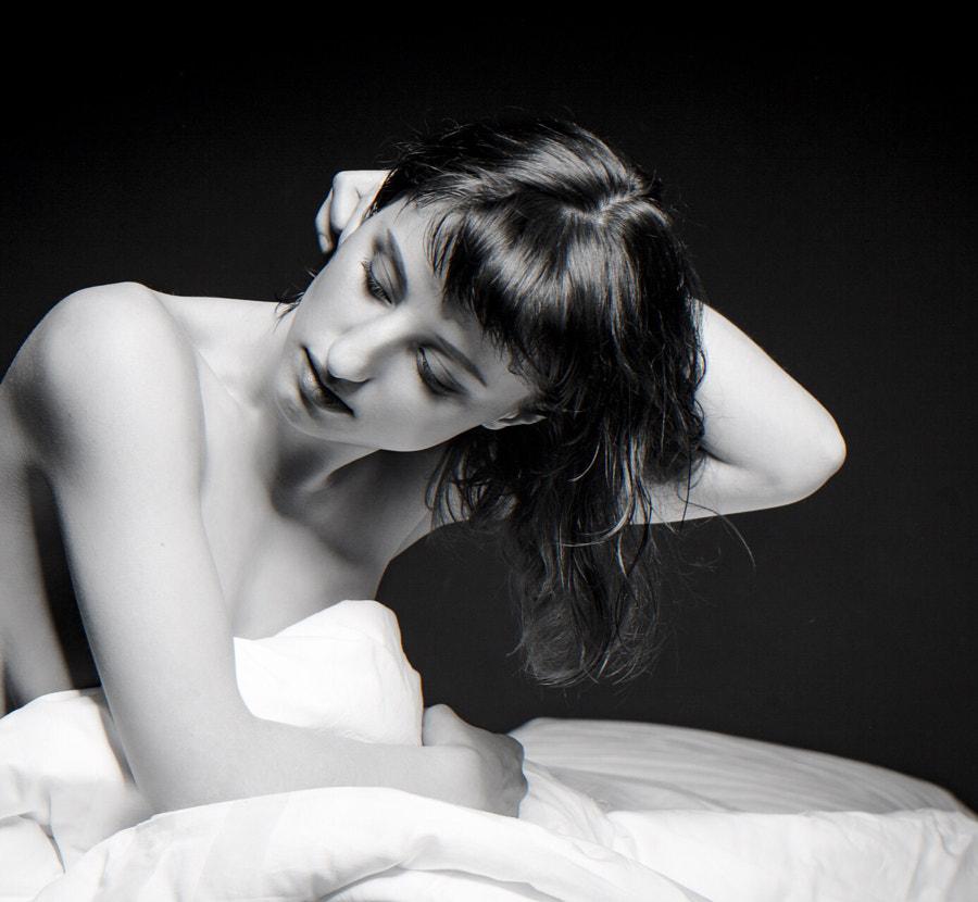 Lele waiting on bed 2