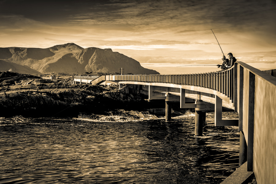 Fishing at Atlantic Ocean Road de Bruno Nonogaki no 500px.com