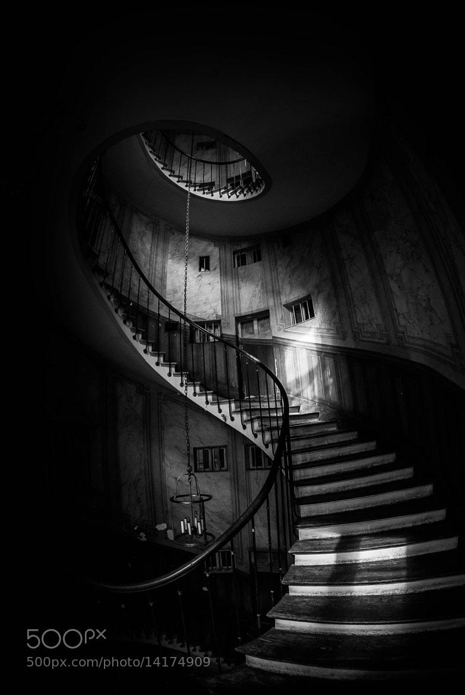 Photograph Le fameux escalier de la galerie Viviène... by Jürgen GOLDHORN aka MKZ One-Shoot on 500px