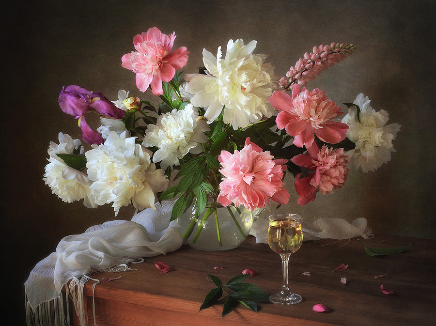 Still life with bouquet of peonies, автор — Tatiana Skorokhod на 500px.com