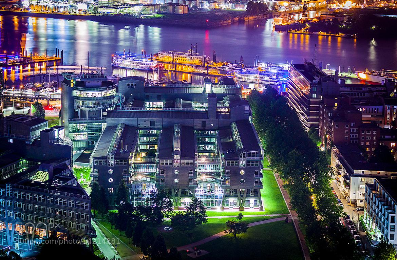 Photograph Hamburg Baumwall by Tommaso Maiocchi on 500px