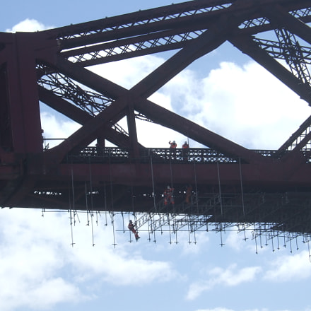 workers climbling Forth Bridge, Fujifilm FinePix E900