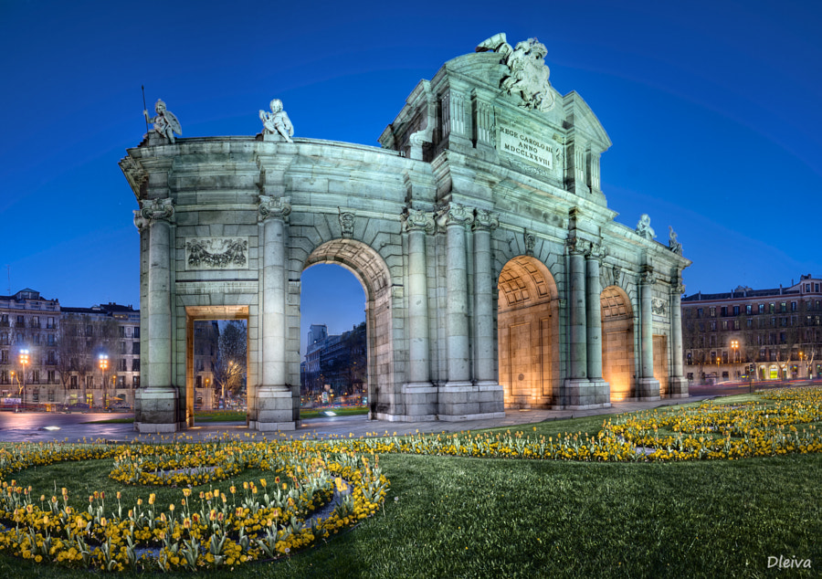 Photograph Spain, Madrid, Puerta de Alcalá illuminated at night by Domingo Leiva on 500px