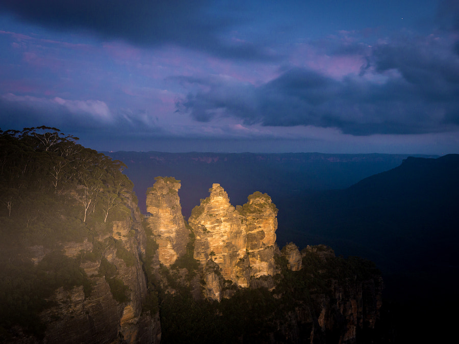 Three Sisters Katoomba Blue Mountains Australia by Travis Chau on 500px.com