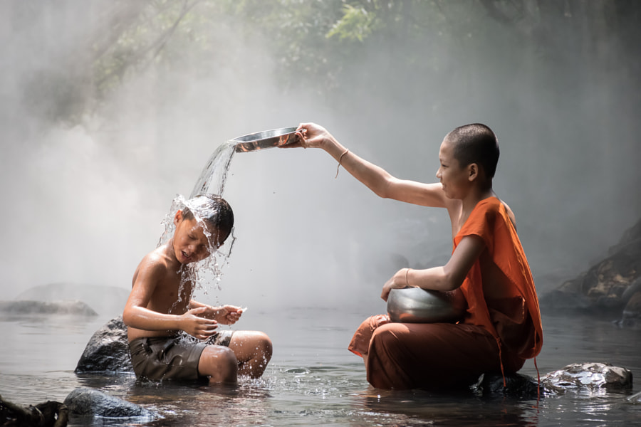 Monk and boy by Nuttawut Jaroenchai on 500px.com