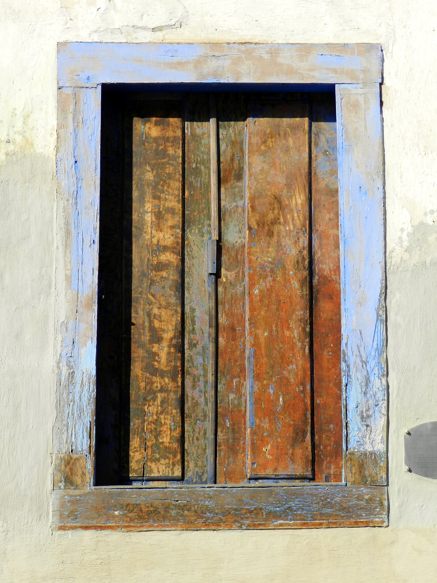 Photograph Old window in Ouro Preto by Estela Tomiko on 500px
