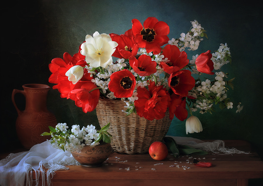 With a basket of spring flowers, автор — Tatiana Skorokhod на 500px.com