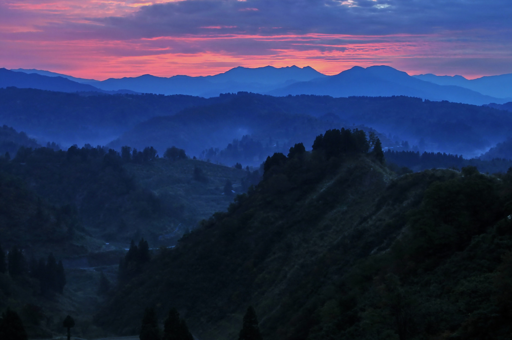 Photograph The mountains in the dawn by KEN OHSAWA on 500px