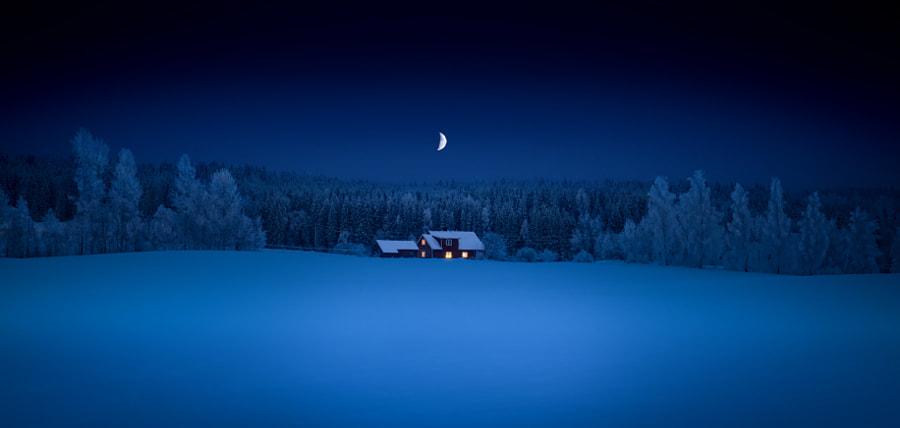 Mincing moon by Sven Olav Vahlenkamp on 500px.com