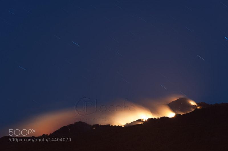 Fuego bajo las estrellas by Jose Concepcion Feliciano (Jocefe) on 500px.com