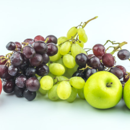 Grape and apple with, Sony ILCE-7M2, Sigma 30mm F2.8 [EX] DN
