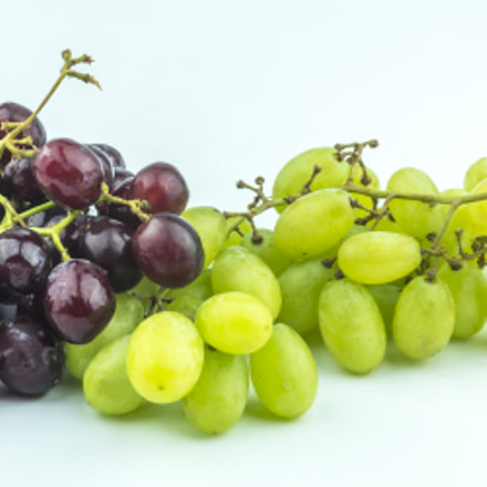 Grape with white background, Sony ILCE-7M2, Sigma 30mm F2.8 [EX] DN