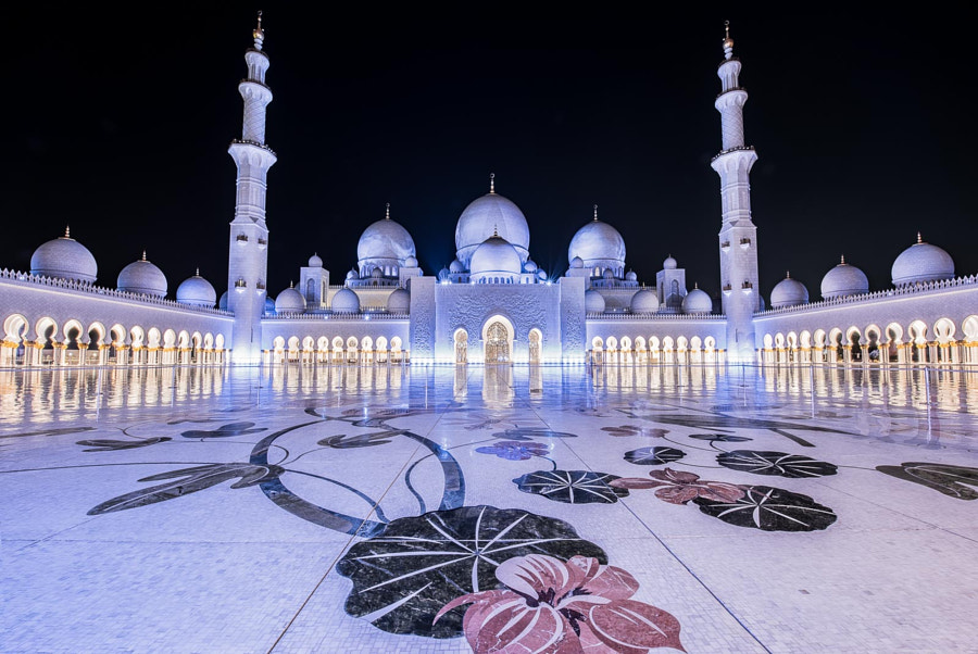 Sheikh Zayed Grand Mosque at Night by Joe Schmied on 500px.com
