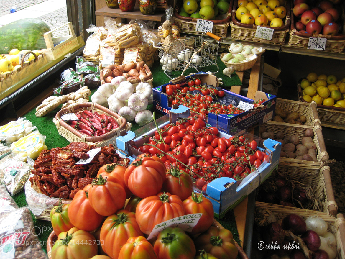 Photograph Greengrocer's shop by Rekha Sekhri on 500px