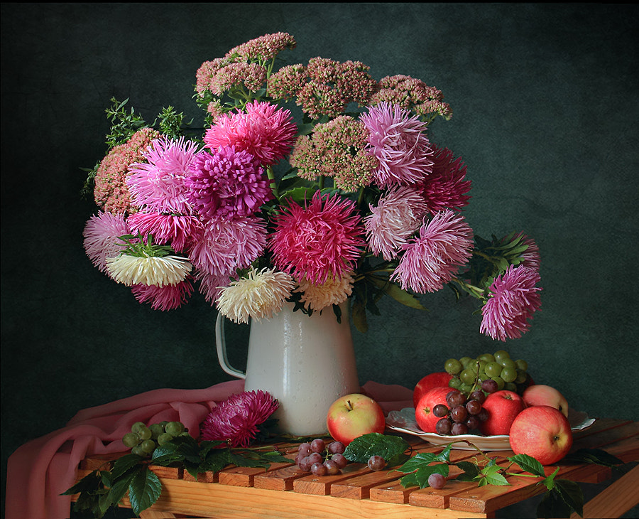 With a bouquet of flowers and fruit, автор — Tatiana Skorokhod на 500px.com