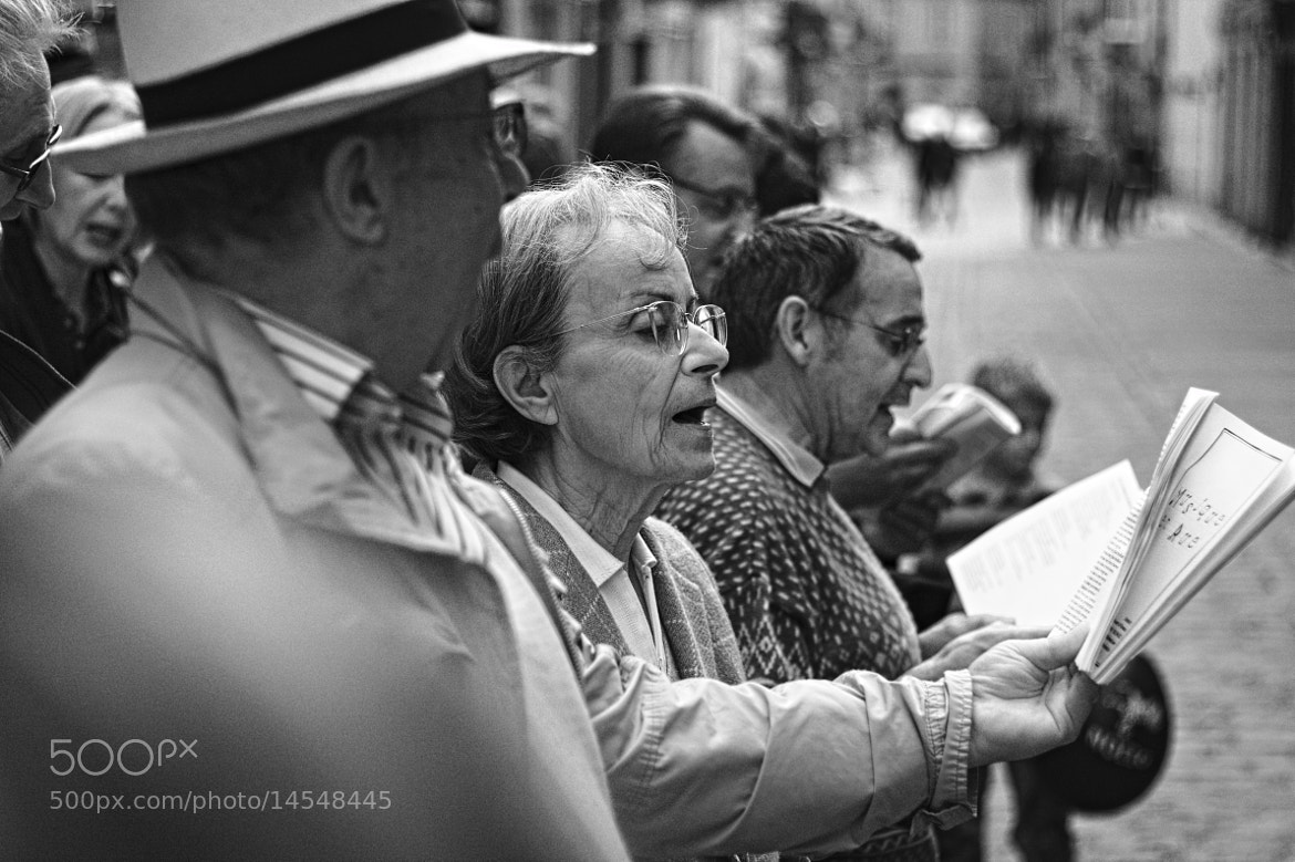 Photograph Singing of a woman by Luca Mailhol on 500px