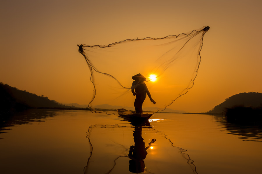 Fisherman catch fish in the morning. by Visoot Uthairam on 500px.com