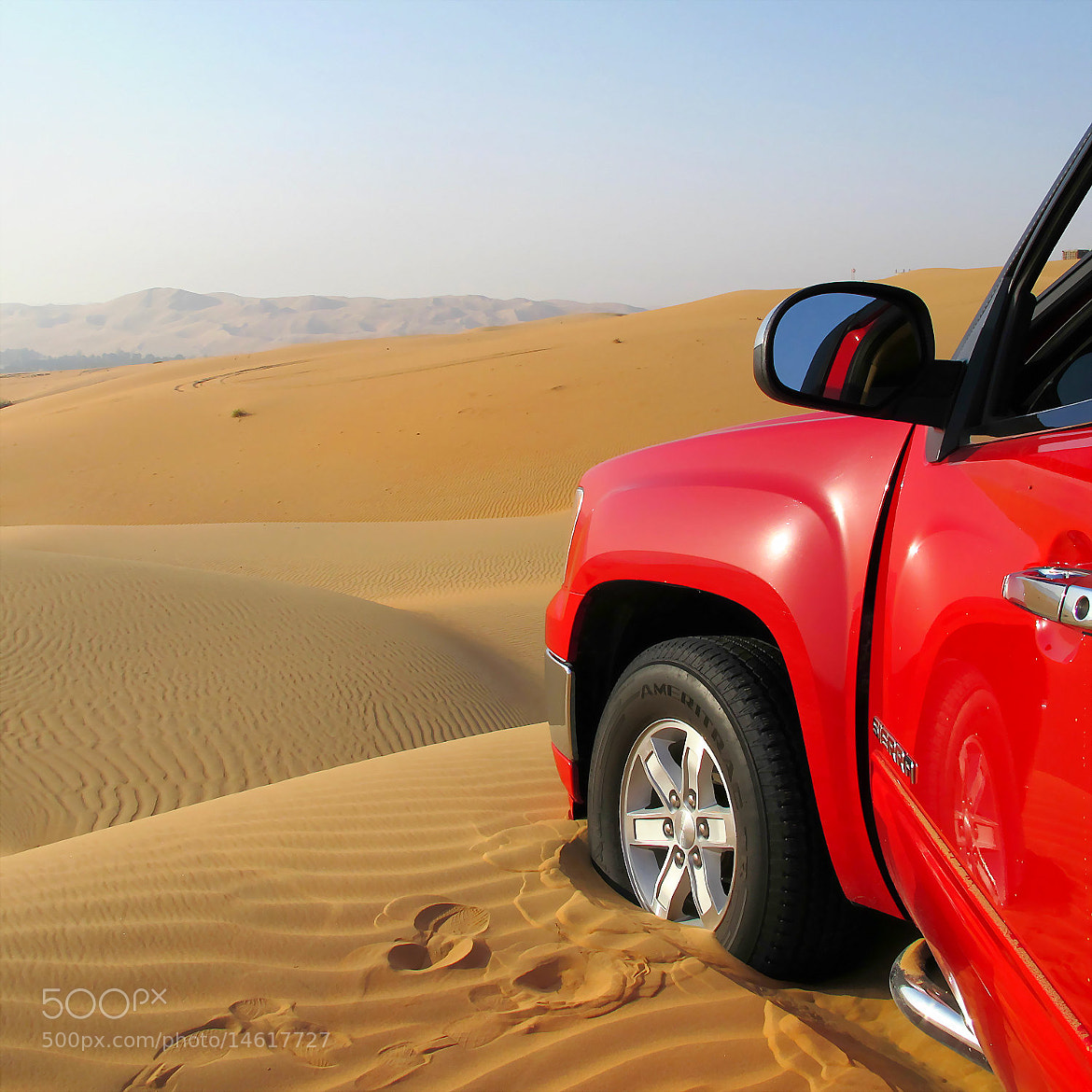Photograph Car stuck in the sand by Nora Alnansoori on 500px