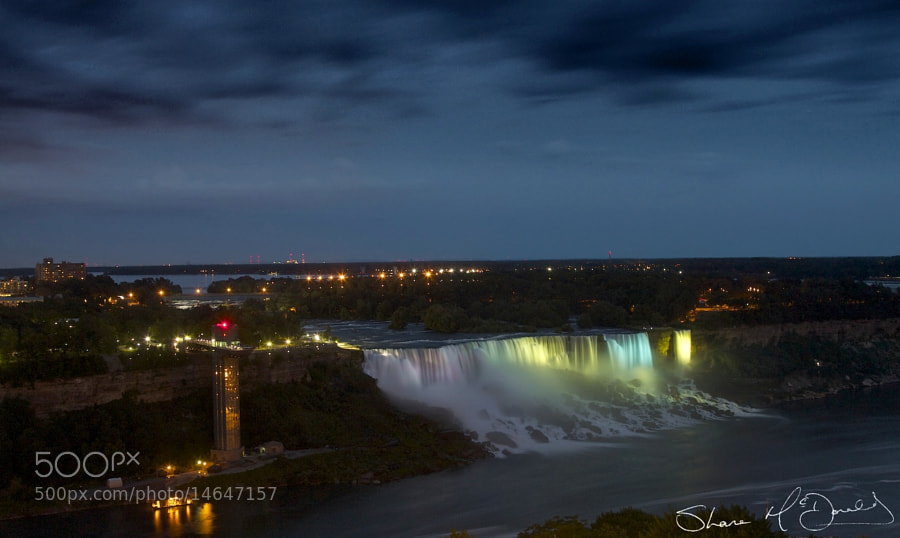Shot of Niagara Falls lit up at night.