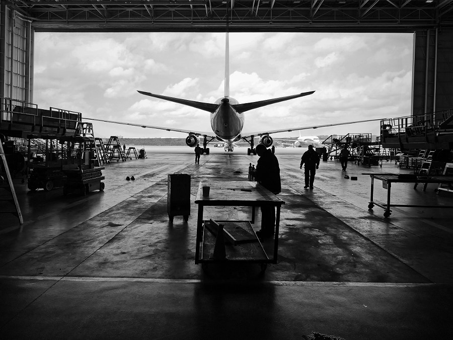 Delta hangar at Hartsfield Jackson International Airport in Atlanta, Ga by Adam Reid on 500px.com