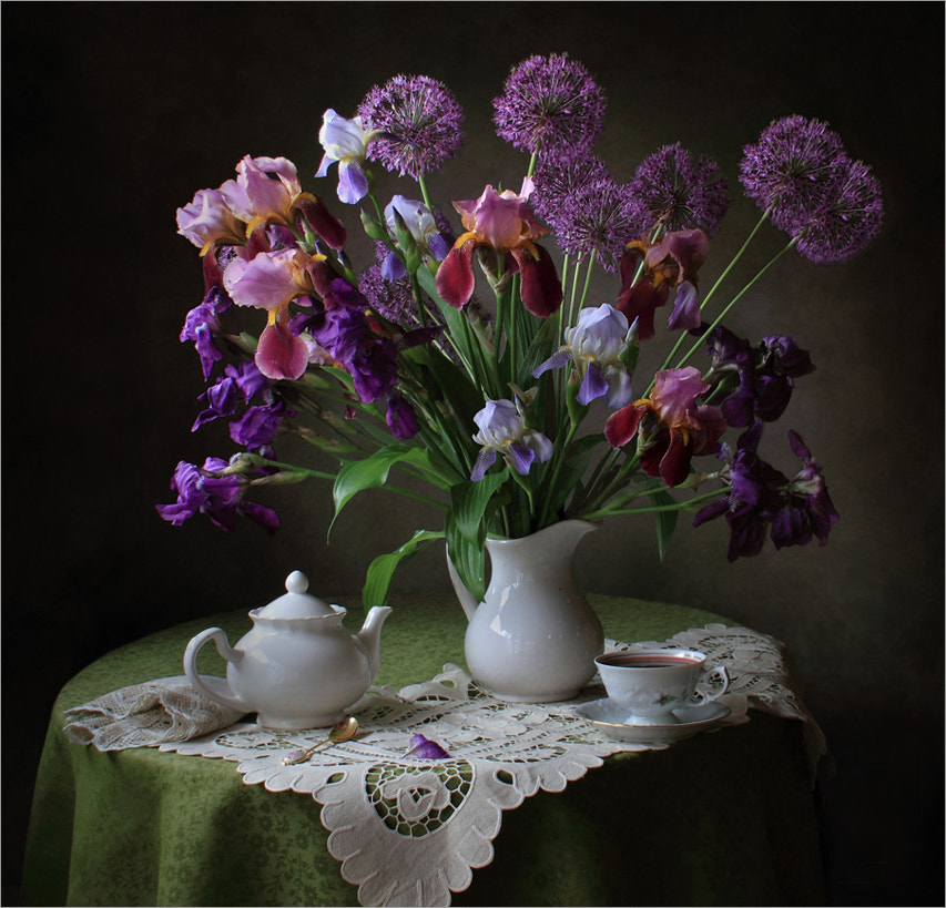 Still life with irises, автор — Tatiana Skorokhod на 500px.com