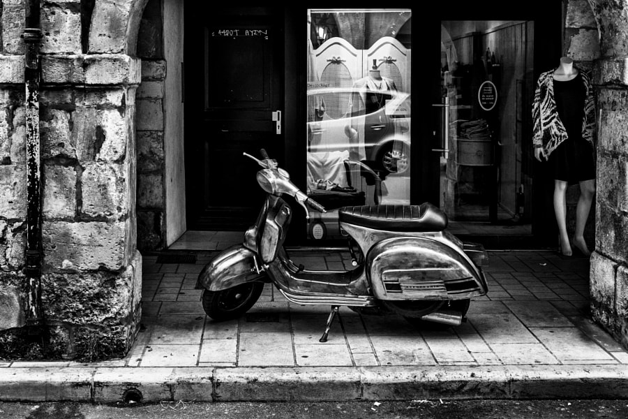 Le mannequin et son scooter by Fabrice Denis Photography on 500px.com