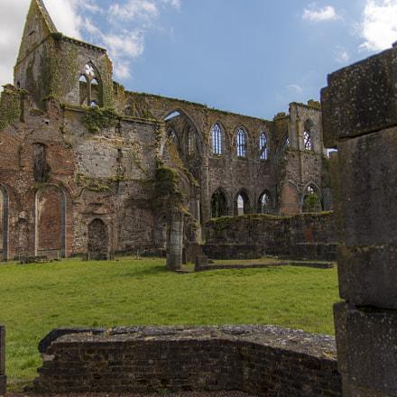 Abbaye d'Aulne jardin intérieur
