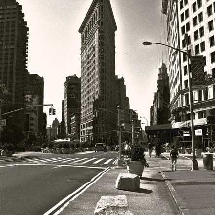 Beautiful flat iron building, Fujifilm FinePix F50fd