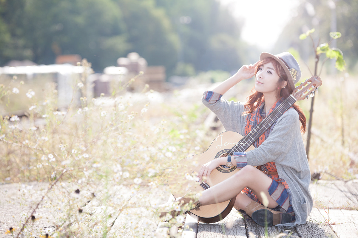 Photograph with a guitar by Yoonmo Koo on 500px