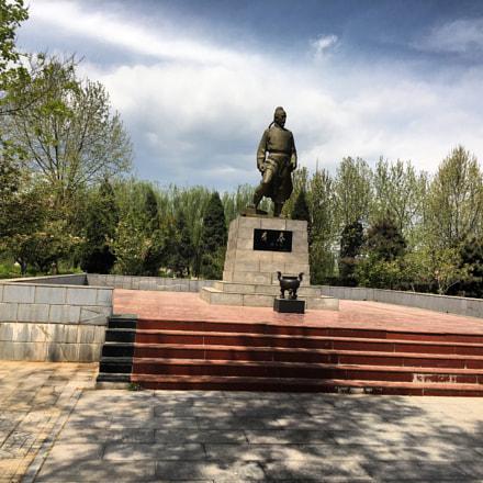 赵州桥是中国隋朝李春所造。李春 塑像