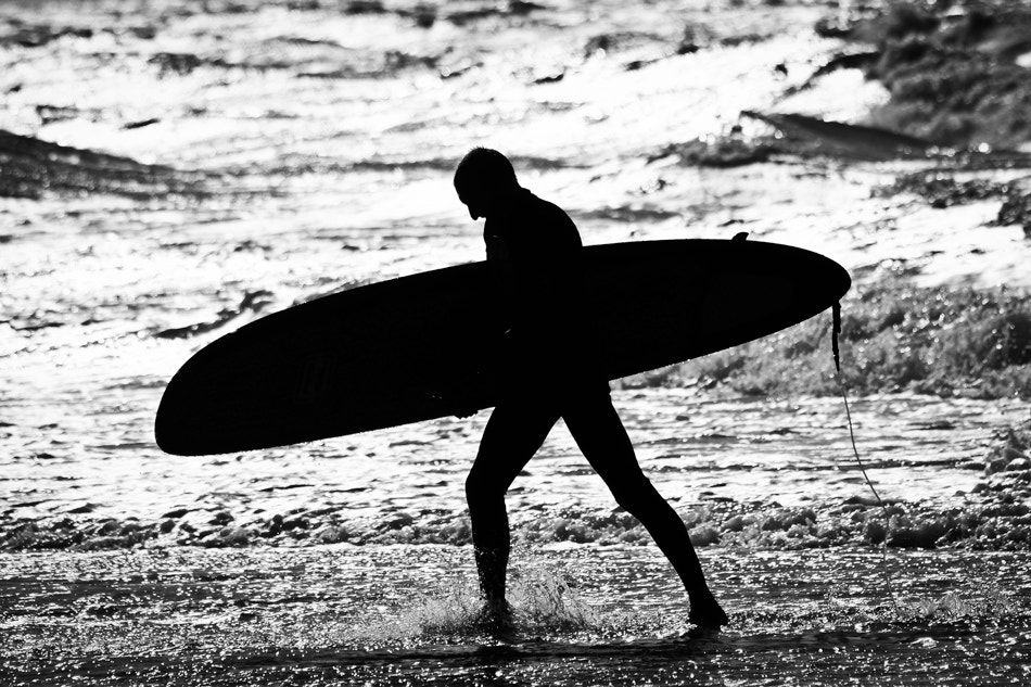 Photograph surfing by Alexander Heil on 500px